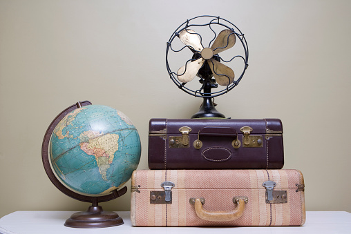 Fashion「Vintage Suitcase, Fan and Globe」:スマホ壁紙(4)