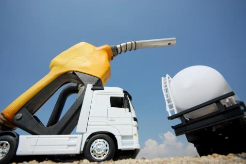 Hose「Tanker truck on a Fuel Pump」:スマホ壁紙(13)