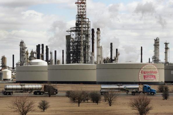 Refinery「U.S. Gasoline Prices Surge」:写真・画像(13)[壁紙.com]