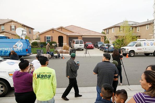 カリフォルニア州「Police Arrest Parents After Escaped Child Calls 911 On Parents Who Kept 13 Siblings Restrained In Shackles」:写真・画像(3)[壁紙.com]