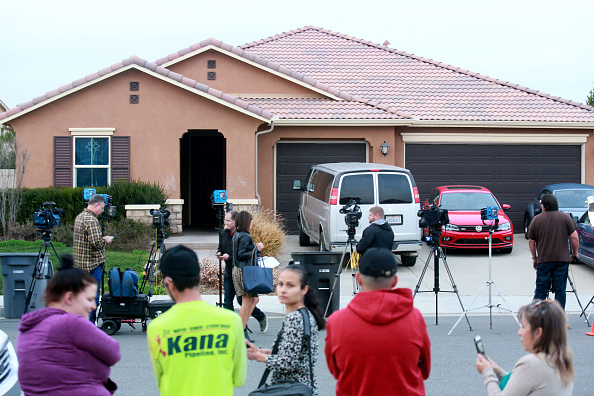 カリフォルニア州「Police Arrest Parents After Escaped Child Calls 911 On Parents Who Kept 13 Siblings Restrained In Shackles」:写真・画像(0)[壁紙.com]