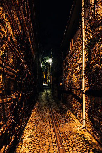 Old Town「Dark alley - Istanbul, Turkey」:スマホ壁紙(10)