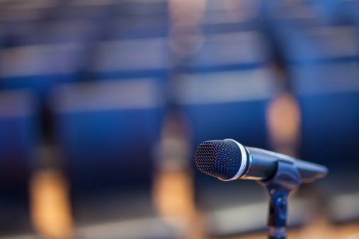 Desaturated「Microphone in Empty Convention Center」:スマホ壁紙(13)