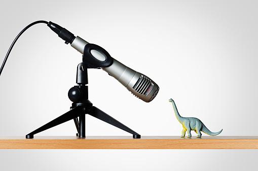 恐竜「Microphone and dinosaur figurine」:スマホ壁紙(18)