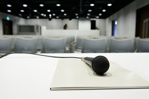 Presentation - Speech「Microphone ready on table, all set for conference to begin」:スマホ壁紙(9)