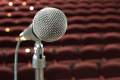 Solitude「microphone in front of auditorium」:スマホ壁紙(12)