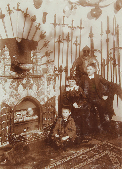 Collection「Group Shot Of The Family Of A Presumably Austrian Collector Of Medieval Weapons And Armor In His Room With Fireplace. 1919. Photograph.」:写真・画像(16)[壁紙.com]