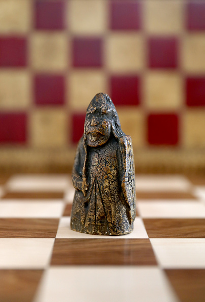 Tristan Fewings「Sotheby's - The Lewis Chessman」:写真・画像(3)[壁紙.com]