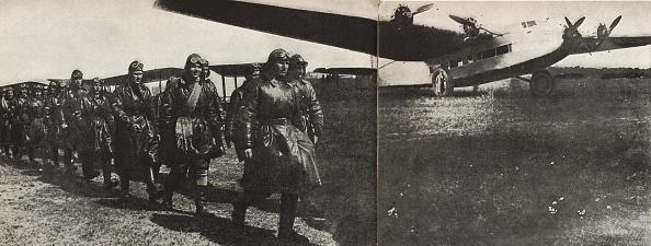 Image Montage「Ant-14 Of Andrei Tupolev  Illustration From Ussr Builds Socialism」:写真・画像(0)[壁紙.com]