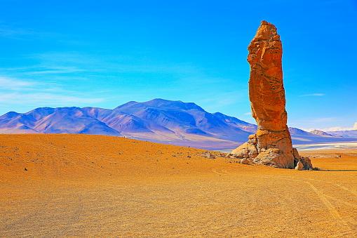 Andean Highlands「Natural majestic Moai El Indio – The Indian, natural monument, going to Salar de Tara - Idyllic Atacama Desert, Volcanic landscape panorama – San Pedro de Atacama, Chile, Bolívia and Argentina border」:スマホ壁紙(10)