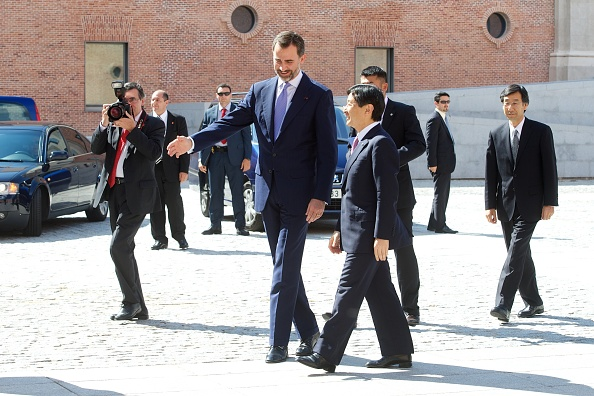 Japanese Royalty「Prince Felipe of Spain and Japanese Crown Prince Naruhito Visit Tsunami Exhibition」:写真・画像(14)[壁紙.com]