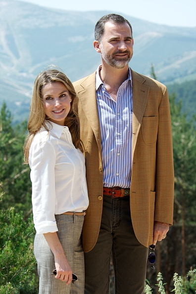 Focus On Foreground「Prince Felipe of Spain and Princess Letizia of Spain Visit Sierra de Guadarrama National Park」:写真・画像(10)[壁紙.com]