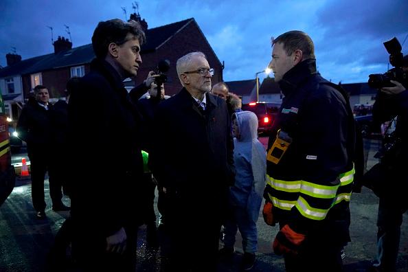 Christopher Furlong「Jeremy Corbyn Visits Flood Victims And Volunteers In Doncaster」:写真・画像(10)[壁紙.com]