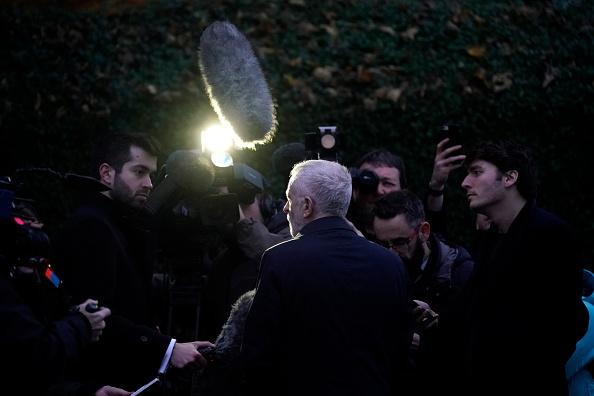 Christopher Furlong「Jeremy Corbyn Visits Flood Victims And Volunteers In Doncaster」:写真・画像(9)[壁紙.com]