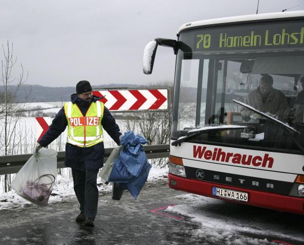 School Bus「Schoolbus Crash in Coppenbruegge」:写真・画像(0)[壁紙.com]