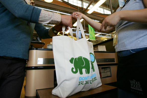 Reusable Bag「Whole Foods Bans Plastic Bags In All Of Its Stores」:写真・画像(0)[壁紙.com]