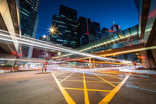 Footbridge「Night Traffic at Central, Hong Kong」:スマホ壁紙(5)
