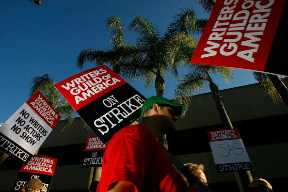 Hollywood - California「Writers Continue Picketing Ahead Of Planned Talks」:写真・画像(19)[壁紙.com]