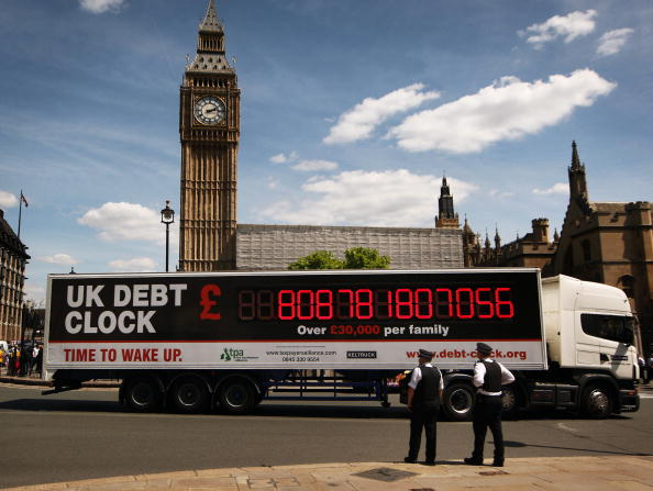 Debt「Chancellor George Osborne Delivers Emergency Budget」:写真・画像(10)[壁紙.com]