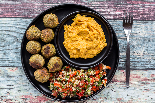 Middle Eastern Food「Falafel with Tabbouleh and Hummus」:スマホ壁紙(15)