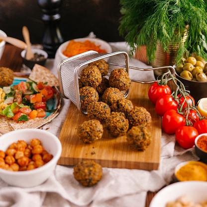 Middle Eastern Food「Falafel with ingredients」:スマホ壁紙(9)