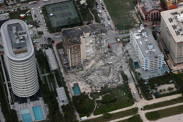 高層ビル「Residential Building In Miami Partially Collapsed」:写真・画像(3)[壁紙.com]