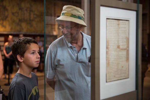 アメリカ合州国「New York Public Library Displays Copy Of The Declaration Of Independence」:写真・画像(8)[壁紙.com]