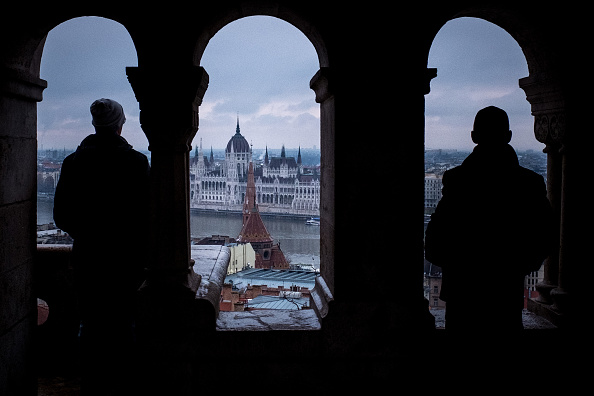 Hungarian Parliament Building「Hungary's 'Illiberal Democracy'」:写真・画像(6)[壁紙.com]