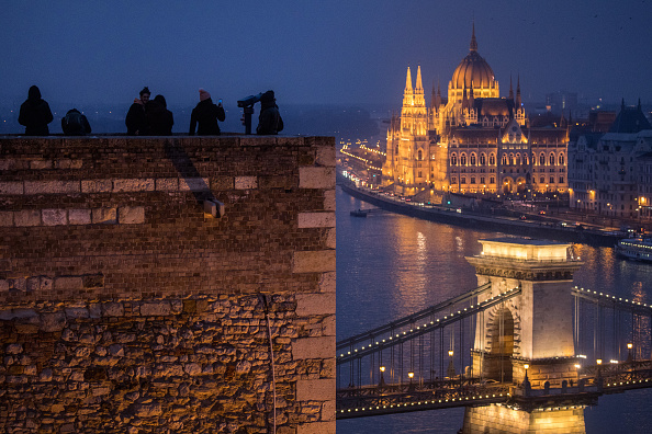 Hungarian Parliament Building「Hungary's 'Illiberal Democracy'」:写真・画像(2)[壁紙.com]