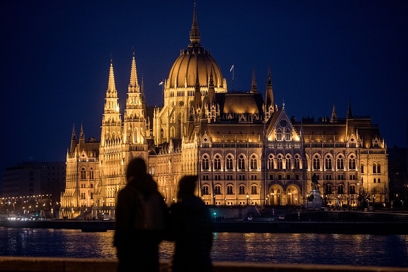 Hungarian Parliament Building「Hungary's 'Illiberal Democracy'」:写真・画像(7)[壁紙.com]