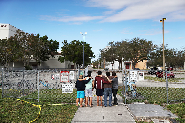 Mass Shooting「Florida Town Of Parkland In Mourning, After Shooting At Marjory Stoneman Douglas High School Kills 17」:写真・画像(3)[壁紙.com]