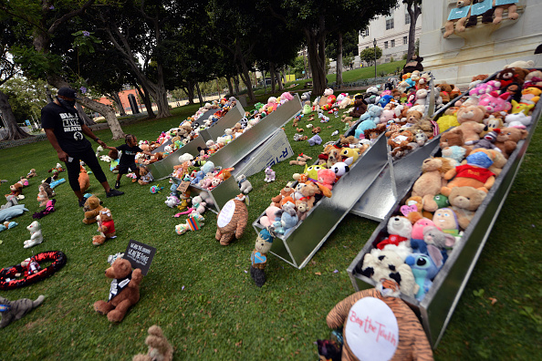 Street Art「BEAR THE TRUTH Protest: A Pop-Up Art Curation Of Teddy Bears For Children And Families In Honor Of #BlackLivesMatter」:写真・画像(8)[壁紙.com]