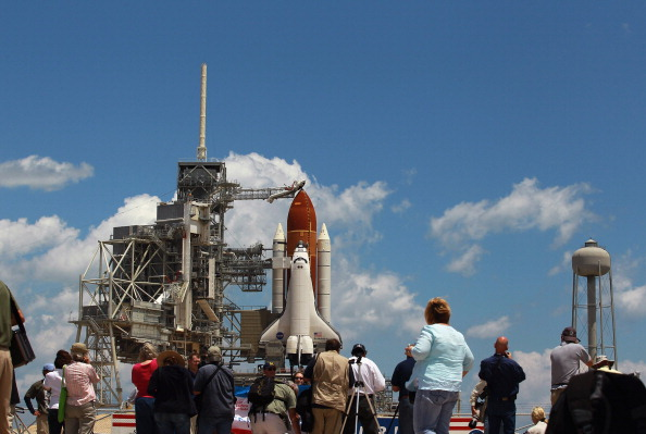 Space Shuttle Endeavor「NASA Prepares For Space Shuttle Endeavour's Launch」:写真・画像(8)[壁紙.com]