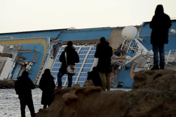 Passenger Craft「Search For Survivors Continues On Cruise Ship Costa Concordia」:写真・画像(15)[壁紙.com]