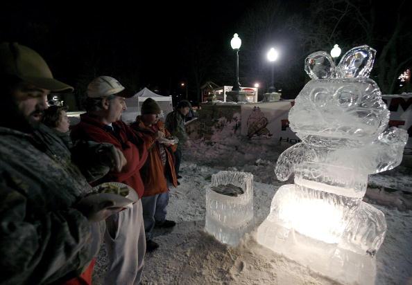 Ice Sculpture「Groundhog Fans Gather In Punxsutawney For Winter Prediction」:写真・画像(16)[壁紙.com]