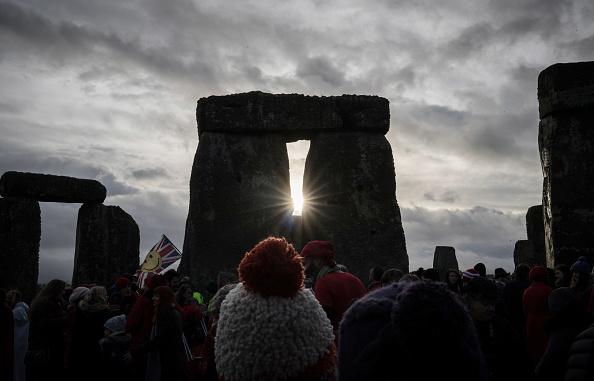 冬「Winter Solstice Is Celebrated At Stonehenge」:写真・画像(18)[壁紙.com]