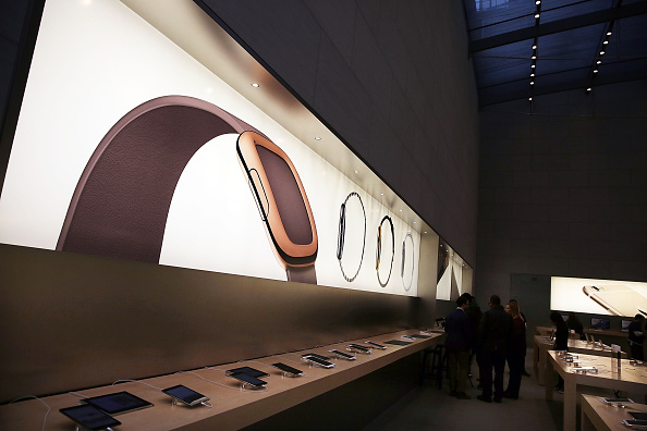 Apple Watch「Apple Previews Its New iWatch」:写真・画像(5)[壁紙.com]