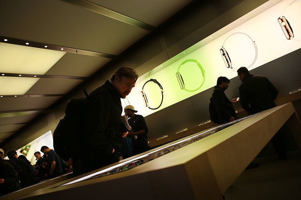 Apple Watch「Apple Previews Its New iWatch」:写真・画像(1)[壁紙.com]