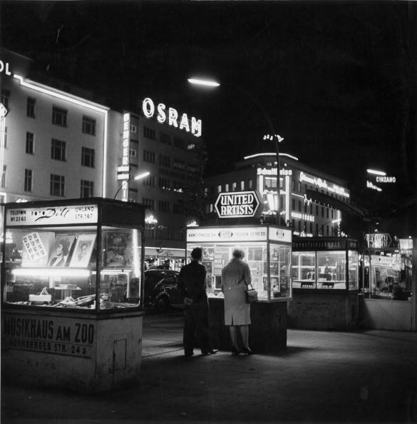 Harold Clements「Advertising Booths」:写真・画像(3)[壁紙.com]