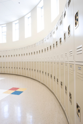 High School Student「Empty locker room in high school」:スマホ壁紙(16)