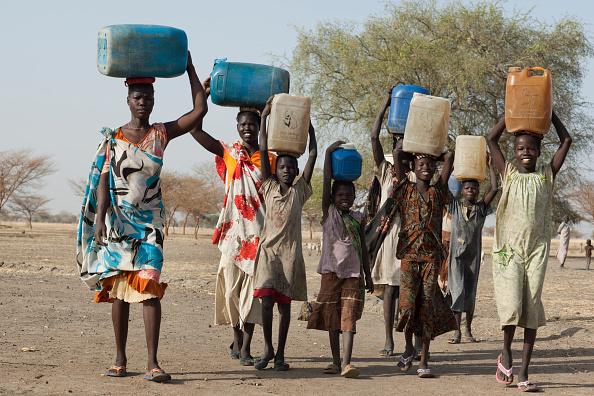 Tom Stoddart Archive「Collecting Water In South Sudan」:写真・画像(1)[壁紙.com]