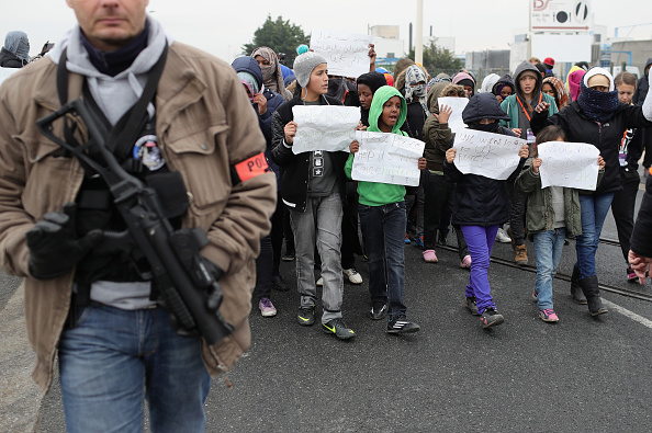 Calais「Migrants Leave The Jungle Refugee Camp In Calais」:写真・画像(14)[壁紙.com]