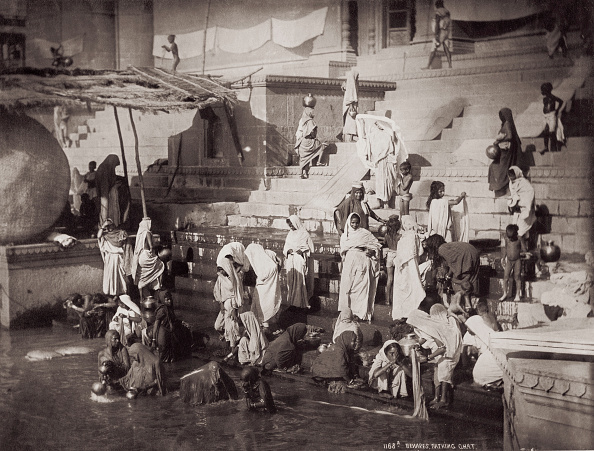 Indian Subcontinent Ethnicity「Bathing At A Ghat In Benares」:写真・画像(9)[壁紙.com]