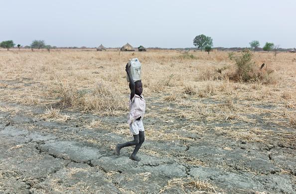 Tom Stoddart Archive「Collecting Water In South Sudan」:写真・画像(14)[壁紙.com]