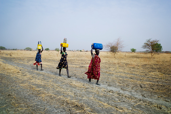 Tom Stoddart Archive「Collecting Water In South Sudan」:写真・画像(0)[壁紙.com]
