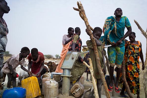 Tom Stoddart Archive「Red Cross Water Pump In South Sudan」:写真・画像(13)[壁紙.com]