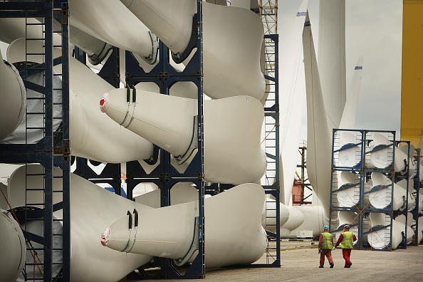 Windmill「Wind Turbines Prepared at Harland and Wolff Shipyard」:写真・画像(11)[壁紙.com]