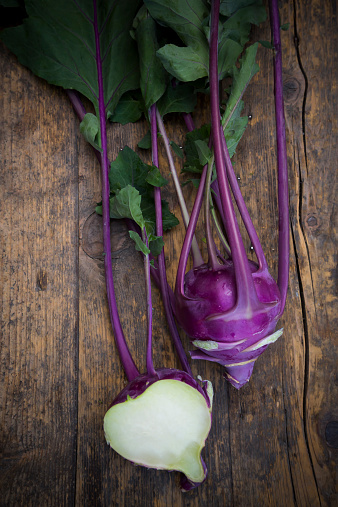 Turnip「Whole and a half blue turnip cabbages, Brassica oleracea var. gongylodes L. on dark wood, elevated view」:スマホ壁紙(4)