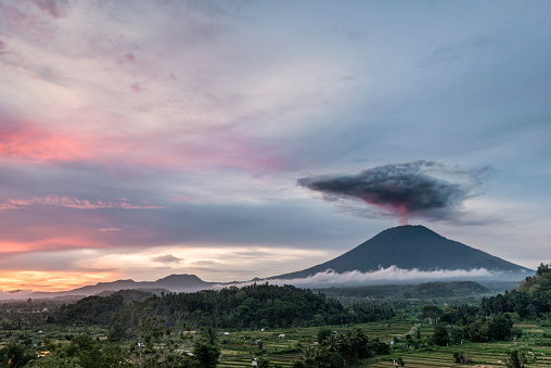 Mt Agung「Mount Agung during eruption, at sunset, with rice paddies in foreground」:スマホ壁紙(9)
