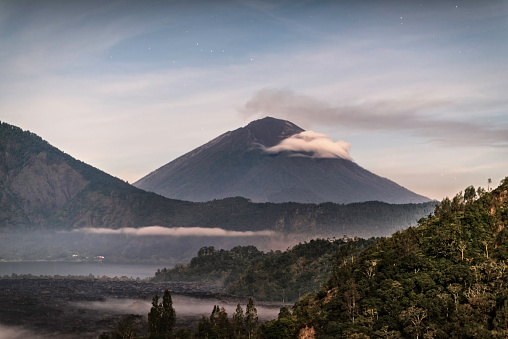 Mt Agung「Mount Agung during eruption, from Kintimani ridge, under moonlight」:スマホ壁紙(18)